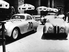 BMW 328 Mille Miglia cars scrutineering for the Italian Mille Miglia Grand Prix in Brescia, April 1940 Bmw Classic, Sports Car Racing, Race Cars, Bmw Museum, Bmw 328, New Bmw, Bmw Cars, Bmw Logo, Grand Prix