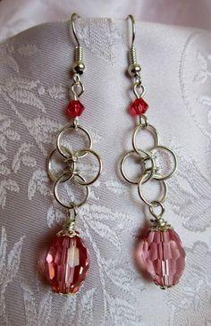 Orecchini chainmail con cristallo rosa corallo di Piccoli Capricci di Mara su DaWanda.com