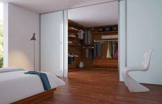 Połączenie garderoby z sypialnią lub łazienką oszczędzi ci czas potrzebny na poranną toaletę. W takiej garderobie swoje miejsce znajdą nie tylko ubrania, ale również zmiany pościeli, ręczniki i przybory toaletowe. Oddzielając garderobę od części sypialnej przeszklonymi, przesuwnymi drzwiami, wprowadzisz do jej wnętrza niezastąpione dzienne światło.