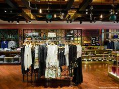 FormRoom for Ted Baker | Ottowa, Canada Store Interior | #TedBaker #RetailInteriors #StoreDesign #VM #Bespoke #Interior #StoreInterior #Design #DisplayDesign #Display
