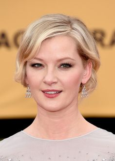 Gretchen Mol Short Wavy Cut - Gretchen Mol brought a dose of vintage cuteness to the SAG Awards red carpet with this short wavy 'do.