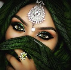 Arabic Make up Arabic Bridal Party Wear Makeup Tutorial Step by Step Tips & Ideas 2018 Arabian Eyes, Arabian Makeup, Arabian Beauty, Arabian Nights, Bollywood Makeup, Makeup Tutorial Step By Step, Arabic Makeup Tutorial, Makeup Tumblr, Indian Makeup