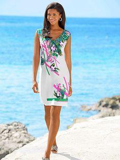 Kleid von SUNFLAIR im Dschungel-Dessin in Grün-Pink auf weißem Fond. Figurbetonte Form, Länge in Gr. 38 ca. 92 cm. Pflegeleichte Kofferware. Obermaterial: 87% Polyamid, 13% Elasthan...