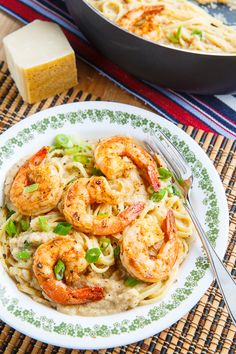 Cajun Shrimp Cauliflower Alfredo Linguini Recipe : A quick and easy cajun style blackened shrimp pasta in a tasty and light cajun seasoned cauliflower alfredo sauce. Avocado Recipes, Healthy Salad Recipes, Clean Recipes, Clean Foods, Healthy Foods, Yummy Recipes, Pasta Dishes, Food Dishes, Meals