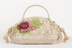 Romantic handbag / purse with flower embellishment crochet pattern / tutorial with step-by-step pictures, written instructions and charts.