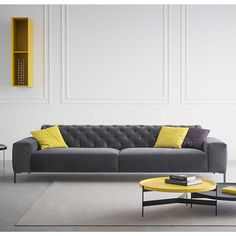 Boston is an elegant sofa, combining great comfort with strong visual presence. Its style is characterized by details of the past, made and embellished with a handcrafted workmanship quality declined from a perspective of industrial production. The system is equipped with an electronic automation mechanism that permits to regulate seat depth.