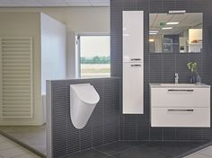 #urinior wit, #kleine badkamer, #sanitairshowroom - Ton Scholten