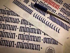 Esercizi di calligrafia gotica Fraktur © 2014 alberto manzella™. Tutti i diritti riservati. www.albertomanzella.it #albertomanzella #albertomanzellafoto #calligrafia #calligraphy #fraktur #textur #gotica #gothic #echidicarta #corsi #corsicalligrafia #fotografia