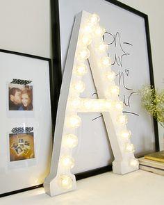 Créez vous même votre propre lettre lumineuse ! Pour ceci, un peu de carton, des #ampoules #Philips, de la patience, et le tour est joué ! #DIY