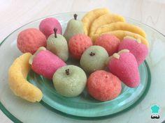 Aprende a preparar frutas de mazapán con esta rica y fácil receta. Si queréis cocinar con niños, las frutas de mazapán son un buen ejemplo para practicar con ellos....