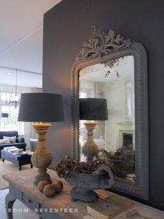 hout en grijs; mooie combinatie Room Seventeen Idee voor bestaand sitetable: bovenblad hout (opschuren) en onderstel mooi grijs maken