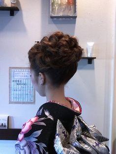えり足とうなじを強調しているアップです。 Salons, Kimono, Ruffle Blouse, Dreadlocks, Hair Styles, Beauty, Women, Japan, Fashion