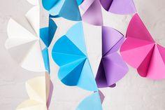 WLKMNDYS // Happy Monday DIY // Partygirlande #partydecor #garland #papercrafts Foto @anne_deppe