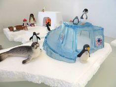 Leg in de watertafel enkele styropor ijsbergen en ijsschotsen. Zoek wat materiaal van playmobil, zoals pinguïns, zeehonden, kano's poppetjes, vissen, zeehonden enz. Ook losse ijsblokjes uit de vriezer of verpakkingschips is goed te gebruiken.