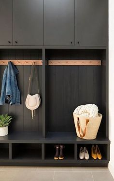 Mudroom Ideas – A mudroom may not be a very essential part of the house. Smart Mudroom Ideas to Enhance Your Home Home Interior, Modern Interior Design, Modern Interiors, Black Interiors, Asian Interior, Garage Interior, Lobby Interior, Contemporary Interior, Mudroom Laundry Room
