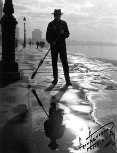Μια φωτογραφία του αείμνηστου Γιάννη Κυριακίδη από την παλιά παραλία της Θεσσαλονίκης...καουμπόυ οδοκαθαριστής
