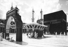 Rare and Unseen images of Holy Kaaba and Prophet's Mosque (Masjid Al-Nabwi) Islamic Images, Islamic Pictures, Old Pictures, Islamic Messages, Sacred Architecture, History Of Islam, Masjid Al Haram, Mecca Masjid, Unseen Images