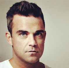 Seriously tho, Robbie Williams is really something Oliver Twist, Dean Martin, Robbie Williams Take That, The Power Of Music, British Boys, Attractive Men, Modern Man, Future Husband, Musica