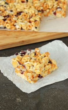 An easy breakfast for busy mornings, simple no bake bars are loaded with healthy ingredients to help start your morning right. | The Suburban Soapbox #ad