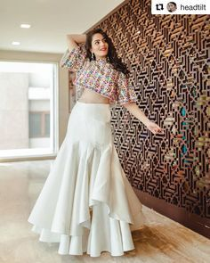 Latest Collection of Lehenga Choli Designs in the gallery. Lehenga Designs from India's Top Online Shopping Sites. Lehenga Choli Designs, Indian Designer Outfits, Designer Dresses, Indian Wedding Outfits, Indian Outfits, Stylish Dresses, Fashion Dresses, Fashionable Outfits, Lehnga Dress