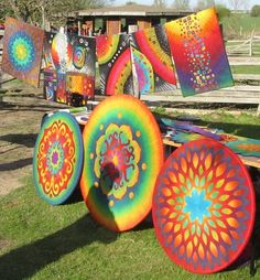 I love the bright colours used in these circular wet felt pieces   Mein Stand mit Wand- und Wohnfilz