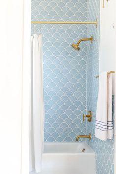 New House Inspiration | Jillian Harris Design Inc. Bad Inspiration, Bathroom Inspiration, Beautiful Bathrooms, Modern Bathroom, Family Bathroom, Small Bathrooms, Bright Bathrooms, Hotel Bathrooms, Small Bathtub