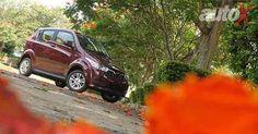Mahindra e2oPlus anteriore Tre quarti