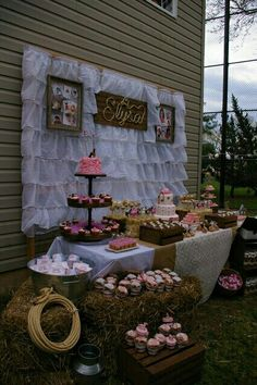 Best baby shower ideas for girls decorations country birthday parties ideas Horse Birthday Parties, Cowgirl Birthday, Cowgirl Party, 3rd Birthday, Shabby Chic Birthday Party Ideas, Country Birthday Party, Birthday Ideas, Cowgirl Wedding, Pirate Party