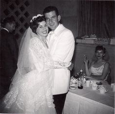 It's all about the gal in the background. It's all about the gal in the background. Vintage Couples, Chic Vintage Brides, Vintage Wedding Photos, Vintage Bridal, Wedding Pictures, Vintage Weddings, Wedding Couples, Wedding Day, 1960s Wedding Dresses