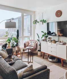 29 Brilliant Solution Small Apartment Living Room Decor Ideas And Remodel Living Room Interior, Home Living Room, Interior Livingroom, Living Room Ideas Nyc, Living Room Decor Around Tv, Kitchen Interior, Living Room And Bedroom In One, Living Room Decor Boho, Small Livingroom Ideas