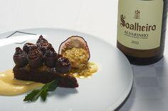 Bolo, amêndoa e chila acompanhe com Soalheiro Alvarinho  Cake, almonds and chila accompany with Soalheiro Alvarinho #Alvarinho #Albarino #gastronomia #gastronomy
