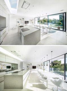 auskragendes Bauteil ist innen mit geräumiger Küche und Essbereich gestaltet