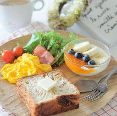 「2016.7.12 *朝ごはん ・ ・ THE朝食なプレート。 こういうシンプルなのが 一番ほっと落ち着くかも〜♩ ミニトマトは娘が学校で育てて 収穫してきたもの。甘くって美味しかった〜♩ ・ ・…」 Gourmet Breakfast, Breakfast Menu, Breakfast Recipes, Brunch, Cafe Food, Healthy Eating Recipes, Morning Food, Food Design, Yummy Food