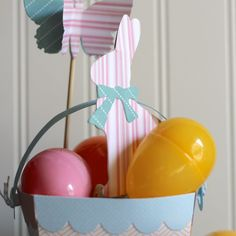 Simple Easter Basket DIY. Woah, Easter is just one week away?!! Where has time gone? I can honestly tell you I am scrambling...Sizzix DIY Inspiration