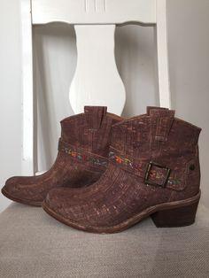 Rutz boots laget av kork i Portugal