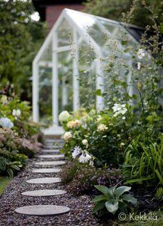 Askelpolku puutarhassa