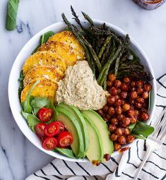 Spicy BBQ chickpeas and crispy polenta bowls with asparagus + ranch hummus Source by rsboensch Veggie Recipes, Whole Food Recipes, Vegetarian Recipes, Cooking Recipes, Healthy Recipes, Vegetarian Bowl, Veggie Bbq, Healthy Tips, Fall Recipes