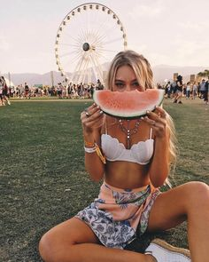Coachella is here, and that means transitioning into some bohemian chic outfits. Festivals are a great place to show off some skin and have a good time! Check out these 17 incredible outfits perfect for any festival! Coachella Festival, Coachella 2018, Music Festival Outfits, Rave Festival, Festival Wear, Music Festivals, Concerts, Coachella Outfit Boho, Festival Clothing