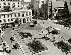 Experimental garden on Greenmarket Square. Old Pictures, Old Photos, Cities In Africa, Third World Countries, Desert Life, Cape Town South Africa, Most Beautiful Cities, Scenery, Places To Visit