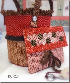 CESTA Y GUARDAAGUJAS PARA LABORES DE PUNTO Y GANCHILLO Kitchen Design Open, Love Sewing, Purses And Bags, Ipad, Reusable Tote Bags, Gift Wrapping, Quilts, My Love, Projects