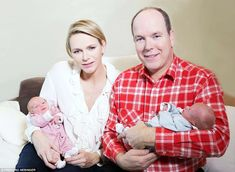 Prince Albert and Princess Charlene of Monaco with their newborn twins, Princess Gabriella & Prince Jacques. Princesa Charlene, Fürstin Charlene, Monaco Charlene, Grace Kelly, Patricia Kelly, Crown Princess Victoria, Princess Mary, Prince And Princess, Twin Pictures