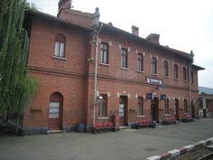 Calimanesti (201)- Railway station - Romania