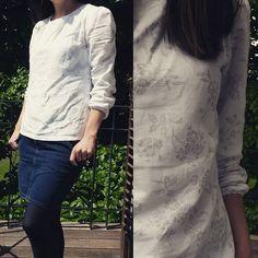 Dimanche gris, avec ma blouse Dressing Chic et une jupe en jeans que je possède depuis mes 18 ans (j'ai toujours 18 ans... + 12 ans d'expérience ) #mmmay16 #dressingchic #jeportecequejecouds Dressing Chic, Blouse, Long Sleeve, Sleeves, Instagram Posts, Women, Fashion, Grey, Denim Skirt