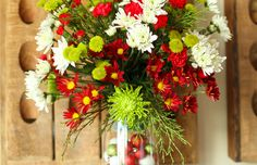 Easy Flower Arrangement DIY -- creating a custom floral arrangement for any occasion is easy with this simple step-by-step process... Perfect for the holidays and beyond! | via @Tara Kuczykowski on unsophisticook.com