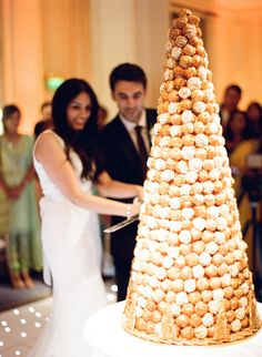 A french classic. Tower of fancy profiteroles with spun sugar. Croquembouche, Profiteroles, Eclairs, French Wedding Cakes, Beautiful Wedding Cakes, Cake Wedding, Profiterole Tower, Wedding Cake Alternatives, Traditional Wedding Cakes