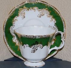 Found this Royal Albert pattern today.  Love it.  Wish I knew the name of it.