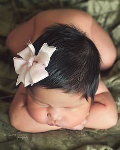 Love this newborn photo pose