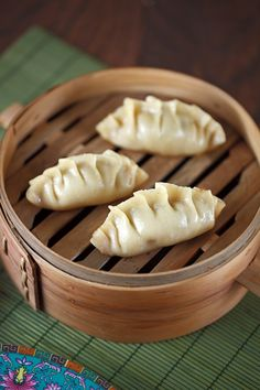 Traditional Chinese Potstickers: Beautiful and delicious homemade Chinese potsticker recipe with pork scallion filling. You will never have to order these dumplings from a restaurant again with this traditional recipe! Pork Recipes, Asian Recipes, Cooking Recipes, Chinese Recipes, Asian Foods, Cat Recipes, Cooking Ideas, Appetizer Recipes, Dessert Recipes