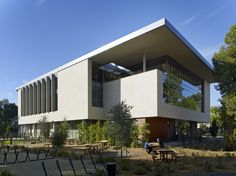 Building users are provided with ample bike parking and outdoor picnic seating. Photo: Bruce Damonte.