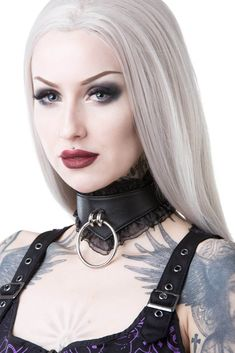 Top Gothic Fashion Tips To Keep You In Style. As trends change, and you age, be willing to alter your style so that you can always look your best. Consistently using good gothic fashion sense can help Steam Punk, Posture Collar, Neck Collar, Goth Women, Beauty Women, Women's Beauty, Leather Collar, Perfect Skin, Gothic Beauty